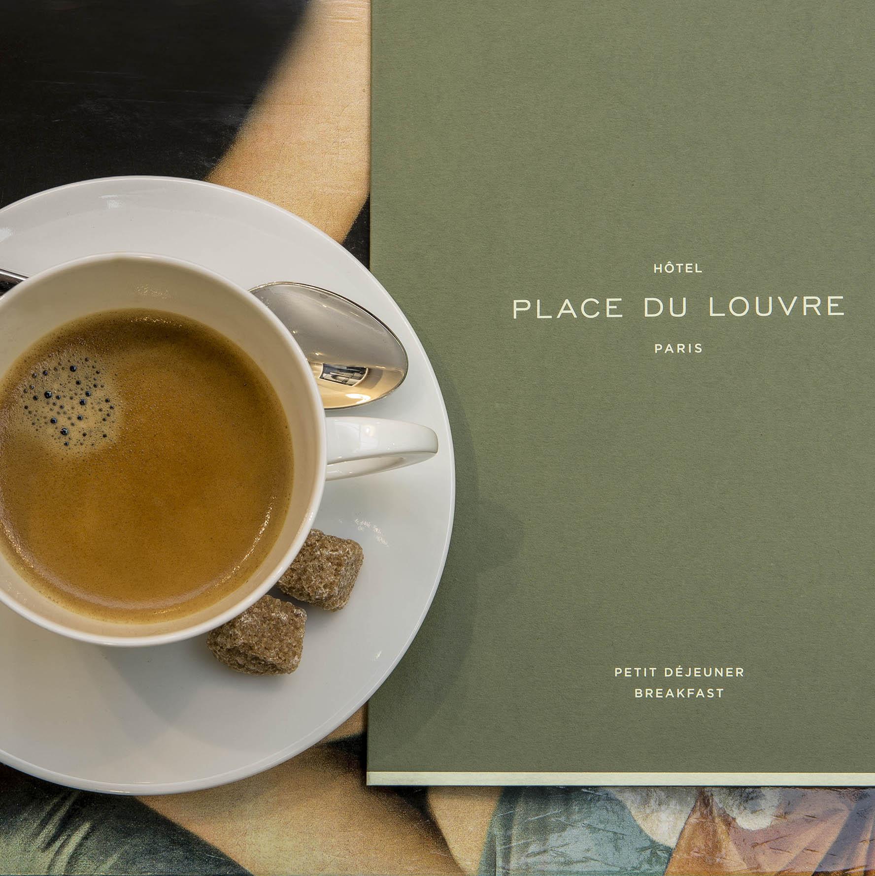 La salle de petit déjeuner à l'Hôtel de la Place du Louvre